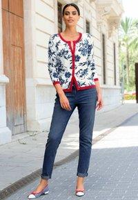 Alba Moda - Cardigan - off-white/marineblau/rot - 4