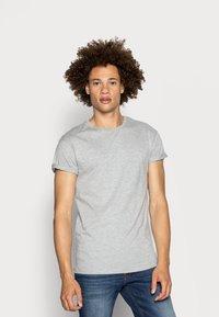 Topman - 5 PACK - T-shirts basic - white/black/grey - 4