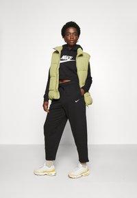 Nike Sportswear - Spodnie treningowe - black/white - 4
