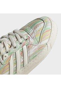 adidas Originals - RIVALRY - Trainers - chalk white chalk white frozen green - 11