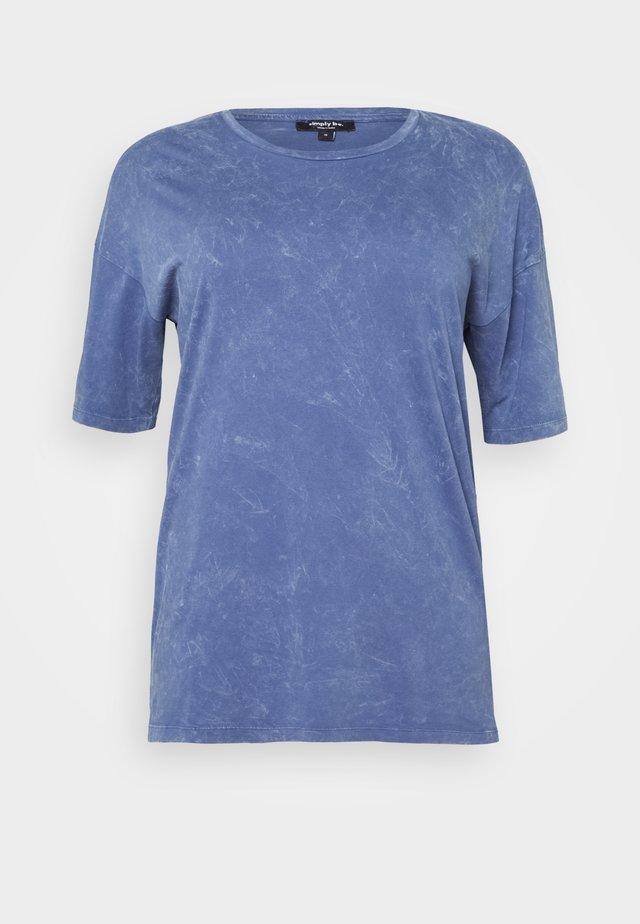 BOXY TUNIC - T-shirt print - denim blue