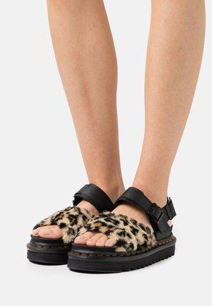 VOSS FLUFFY - Sandály na platformě - tan/black