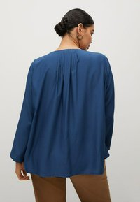 Violeta by Mango - FLIESSENDE  - Long sleeved top - blau