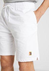 Nike Performance - SHORT HERITAGE - Träningsshorts - white - 5
