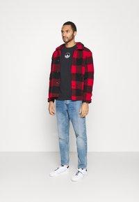 adidas Originals - STRIPE CIRCLE - Print T-shirt - black - 1