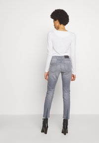 CLOSED - BAKER - SLIM FIT MID WAIST CROPPED LENGTH - Jeans Slim Fit - mid grey - 2