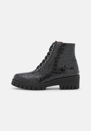 Kotníkové boty na platformě - tavir black