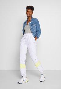 Fila - BAKA - Pantalon de survêtement - bright white/limelight - 1