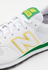New Balance - GM500 - Matalavartiset tennarit - white/green - 5