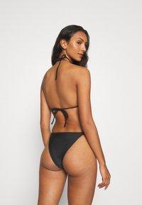 We Are We Wear - YHARNNA TANGA SIDE BRAZILIAN - Bikini bottoms - black - 2