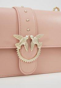 Pinko - LOVE CLASSIC STRAP - Umhängetasche - dust pink - 6