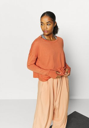 VICTORY LAP LONGSLEEVED - Long sleeved top - terracotta