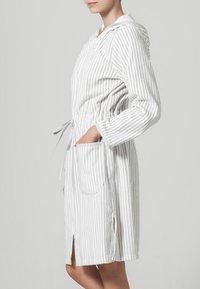 CAWÖ - Dressing gown - weiß/silber - 1