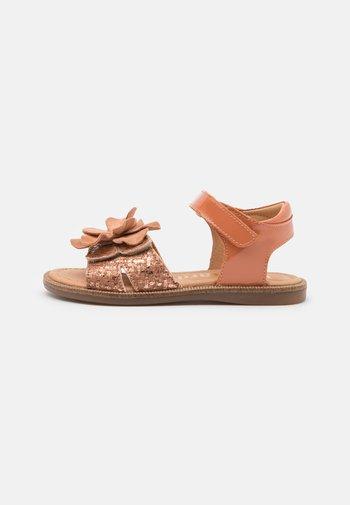 AGNES - Sandals - oak