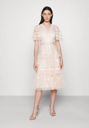 FRANCINE DRESS - Společenské šaty - strawberry icing