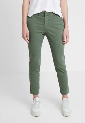 SLOAN PANT - Chino - dark green