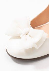 Friboo - Bailarinas con hebilla - white - 2