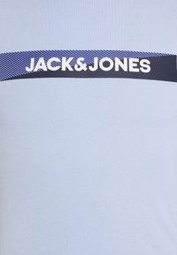Jack & Jones - JACTREVOR TEE 3 PACK - Pyjama top - white/black/serenity - 7