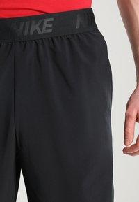 Nike Performance - VENT MAX - Träningsshorts - black/hematite - 3