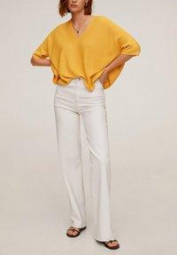Mango - INES - T-shirt basic - moutarde - 1