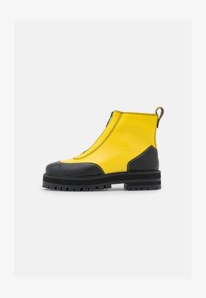 BAMBOO - Enkellaarsjes met plateauzool - buttercup yellow/black grainy
