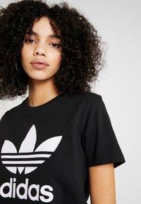 adidas Originals - TREFOIL TEE - T-shirt z nadrukiem - black/white - 5