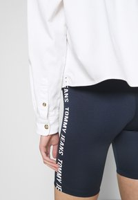 Tommy Jeans - CROPPED UTILITY - Camisa - white - 4