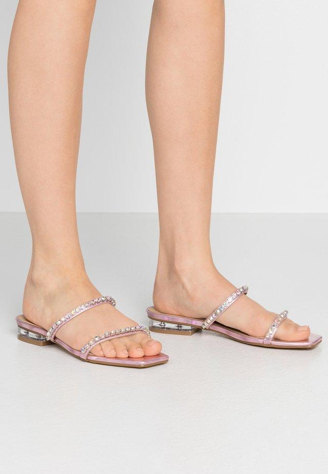 LARA - Pantolette flach - pink holographic