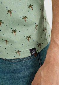 WE Fashion - T-shirt print - light green - 4