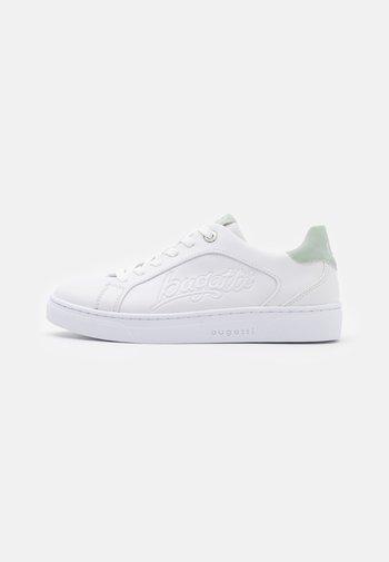 ELEA - Sneakers laag - white/light green