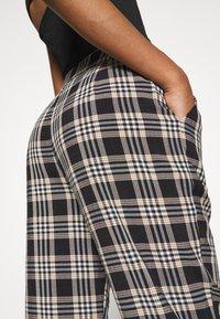 Fashion Union - VAMY TROUSER - Kalhoty - check - 3