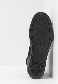 Diesel - S-DVELOWS MID - Sneakers high - black - 4