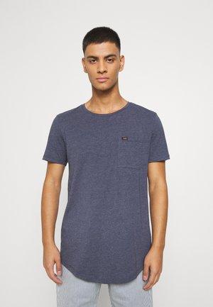 SHAPED POCKET TEE - T-shirt basic - navy melange