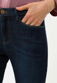 BRAX - SHAKIRA  - Jean slim - used dark blue - 3