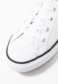 Converse - CHUCK TAYLOR ALL STAR DAINTY BASIC  - Tenisky - white/black/white - 2