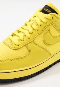 Nike Sportswear - AIR FORCE 1 GTX - Sneakers laag - dynamic yellow/black - 5