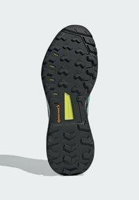 adidas Performance - TERREX SKYCHASER GORE-TEX 2.0 WANDERSCHUH - Stabile løpesko - green - 4