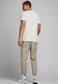 Jack & Jones - Basic T-shirt - cloud dancer - 2