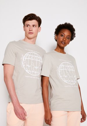 ONE PLANET FRONT LOGO TEE UNISEX - Print T-shirt - sand