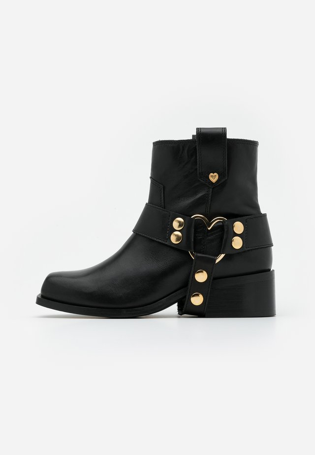 ANGIE - Cowboy/biker ankle boot - black