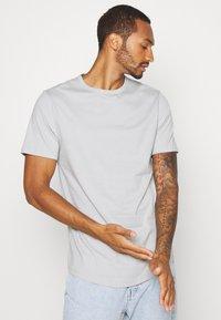 River Island - 5 PACK - Basic T-shirt - pink/white/grey/dark grey/black - 7