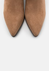 Rubi Shoes by Cotton On - FRANCO WESTERN - Ankle boots - taupe - 5