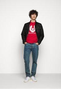 Belstaff - COTELAND  - Print T-shirt - red - 1