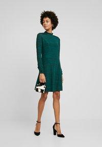 Wallis - SPACE DYE HIGH NECK SWING DRESS - Sukienka z dżerseju - green - 1