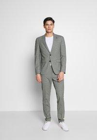 Tommy Hilfiger Tailored - FLEX MINI CHECK SLIM FIT SUIT - Traje - grey - 0