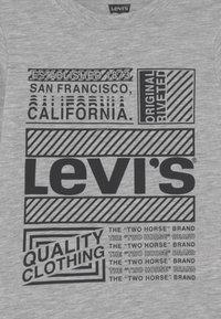 Levi's® - GRAPHIC TEE - Pitkähihainen paita - light grey heather - 2