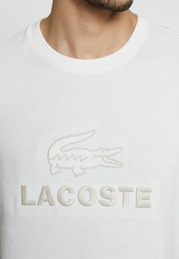 Lacoste - TH8602-00 - Print T-shirt - farine - 4