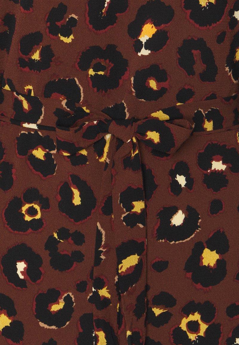 Vila VIDIANA LUCY DRESS - Freizeitkleid - caramel café/leo print/braun z3w1Q7