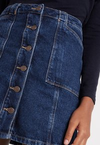 New Look - PATCH POCKETE CARAMEL  - Denim skirt - blue pattern - 4