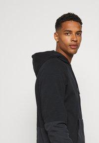 Nike Sportswear - HOODIE - Tröja med dragkedja - black - 4